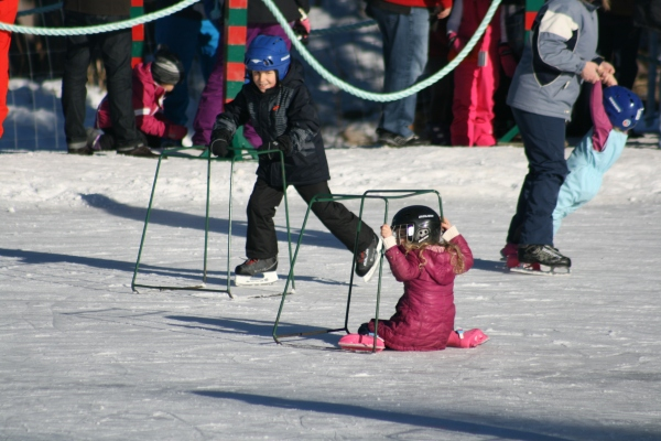 Learning to Skate 8158 Copyright Shelagh Donnelly